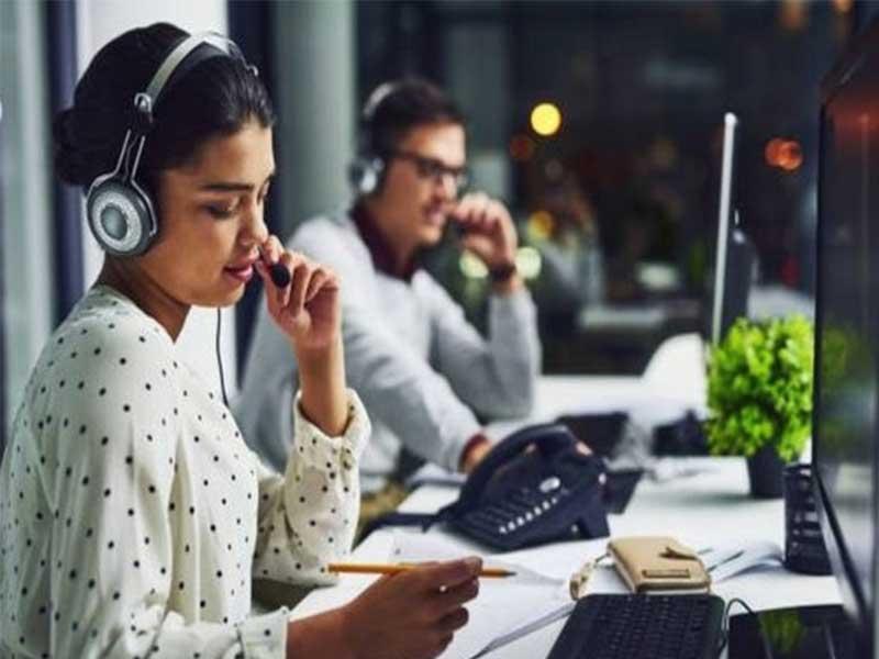 Que ce soit une hotline ou autres logiciels aidant à rendre les tâches des agents plus aisées. Il va sans dire que ces outils d'aides sont très performants et versatiles. Voyez comment un support téléphonique peut être utile à une entreprise.