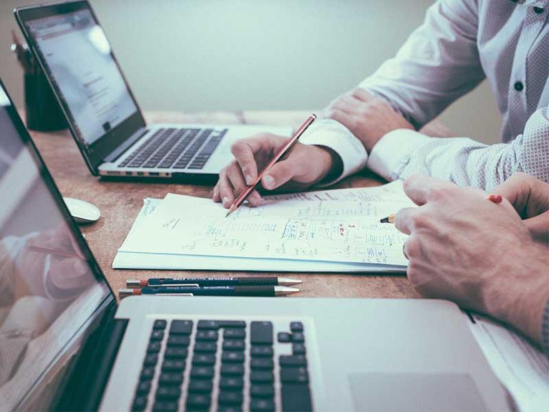 Le recouvrement de créances est une procédure qui requiert une certaine expertise des lois et des procédés. Désormais, vous pouvez nous confier cette procédure chronophage pour vous concentrer sur votre business core.