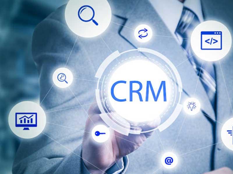 Le CRM collaboratif favorise la synergie entre les départements d'une entreprise. Découvrez les autres avantages qui en découlent...