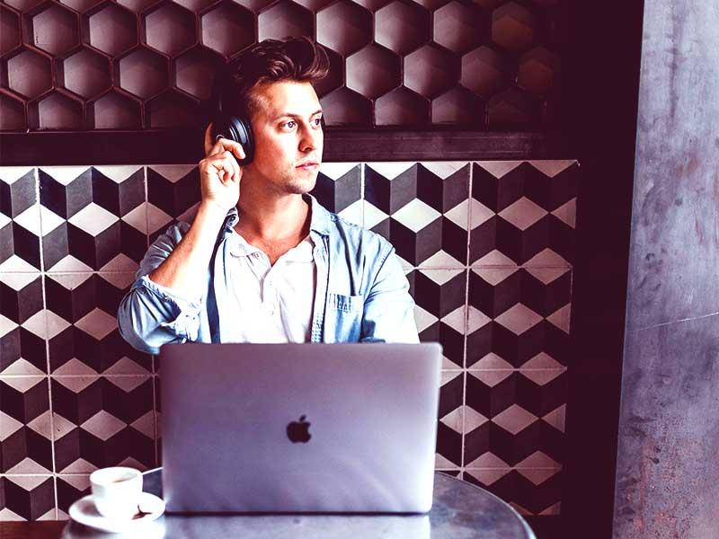 Une firme doit optimiser au maximum l'expérience de ses consommateurs pour être rentable. Cela implique la mise en place d'un parcours client interactif.